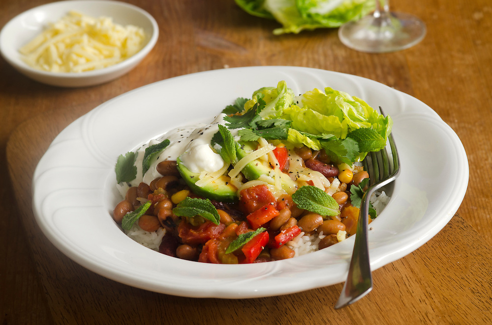 Mexican chilli beans with lettuce and avocado