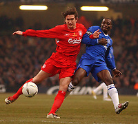 Photo. Daniel Hambury, Digitalsport<br /> Chelsea v Liverpool.<br /> <br /> Carling Cup Final.<br /> 27/02/2005<br /> Chelsea's Claude Makelele and Liverpool's Harry Kewell battle for the ball.