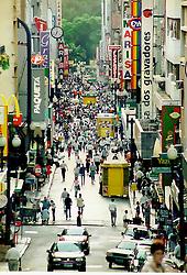 A Rua da Praia fica no centro da cidade de Porto Alegre e oferece um grande número de lojas comerciais. <br /> FOTO: Jefferson Bernardes/Preview.com