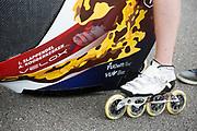 Iris Slappendel gaat van start bij een testrun. Het Human Power Team Delft en Amsterdam (HPT), dat bestaat uit studenten van de TU Delft en de VU Amsterdam, is in Senftenberg voor een poging het laagland sprintrecord te verbreken op de Dekrabaan. In september wil het Human Power Team Delft en Amsterdam, dat bestaat uit studenten van de TU Delft en de VU Amsterdam, tijdens de World Human Powered Speed Challenge in Nevada een poging doen het wereldrecord snelfietsen voor vrouwen te verbreken met de VeloX 7, een gestroomlijnde ligfiets. Het record is met 121,44 km/h sinds 2009 in handen van de Francaise Barbara Buatois. De Canadees Todd Reichert is de snelste man met 144,17 km/h sinds 2016.<br /> <br /> The Human Power Team is in Senftenberg, Germany to race at the Dekra track as a preparation for the races in America. With the VeloX 7, a special recumbent bike, the Human Power Team Delft and Amsterdam, consisting of students of the TU Delft and the VU Amsterdam, also wants to set a new woman's world record cycling in September at the World Human Powered Speed Challenge in Nevada. The current speed record is 121,44 km/h, set in 2009 by Barbara Buatois. The fastest man is Todd Reichert with 144,17 km/h.