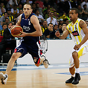 Fenerbahce Ulker's Lynn Terence GREER (R) and Efes Pilsen's Igor RAKOCEVIC (L) during their Turkish Basketball league Play Off Final third leg match Fenerbahce Ulker between Efes Pilsen at the Abdi Ipekci Arena in Istanbul Turkey on Tuesday 25 May 2010. Photo by Aykut AKICI/TURKPIX