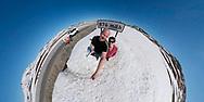 VILDMARKSVÄGEN JULI 2020<br /> En selfie på högsta punkten av Vildmarksvägen vid Stekenjokk.<br /> Foto: Per Danielsson/Projekt.P