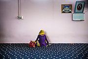Una donna sikh nel tempio Gurudwara di Sabaudia (Latina), Giugno 2014.  Christian Mantuano / OneShot