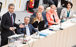 21.03.2018, Hofburg, Wien, AUT, Parlament, Sitzung des Nationalrates mit Budgetrede des Finanzministers für das Doppelbudget 2018 und 2019, im Bild v.l.n.r. Finanzminister Hartwig Löger (ÖVP), Innenminister Herbert Kickl (FPÖ), Familien- und Jugendministerin Juliane Bogner-Strauß (ÖVP), Justizminister Josef Moser (ÖVP), Gesundheits- und Frauenministerin, Ministerin für Arbeit Soziales und Konsumentenschutz Beate Hartinger-Klein (FPÖ) und Staatssekretärin im Innenministerium Karoline Edtstadler (ÖVP) // f.l.t.r. Austrian Minister for Finance Hartwig Loeger, Austrian Minister for the Interior Herbert Kickl, Austrianminister for family affairs Juliane Bogner-Strauss, Austrian Minister for Justice Josef Moser, Austrian Minister for Health and Women's Affairs Beate Hartinger-Klein and Austrian State Secretary of the Interior Ministry Karoline Edstadler during meeting of the National Council of austria with the presentation of the Austrian government budget for 2018 and 2019 at Hofburg palace in Vienna, Austria on 2018/03/21, EXPA Pictures © 2018, PhotoCredit: EXPA/ Michael Gruber