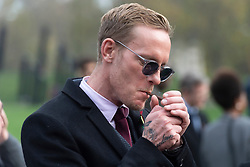 © Licensed to London News Pictures. 08/11/2020. London, UK. Actor and politician LAWRENCE FOX leader of the Reclaim Party, pays his respects on Remembrance Sunday at the Royal artillery war memorial at Hyde Park Corner. credit: Ray Tang/LNP