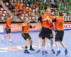 02-06-2011 HANDBAL: BEKERFINALE HURRY UP - O EN E: ALMERE<br /> (L-R) Arnold Postema, Marijn Sinkeldam, Jort Neuteboom, Nick Masmeijer zijn blij met de overwinning<br /> ©2011-FotoHoogendoorn.nl / Peter Schalk