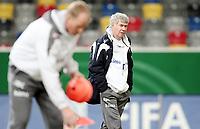 Fotball, 10. februar 2009 ,Trening foran privat-kampen mellom Norge og Tyskland<br /> Egil Olsen , Drillo trener Norge i forgrunn Ola By Rise