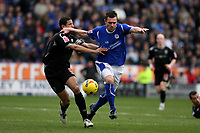 Photo: Pete Lorence.<br />Leicester City v West Bromwich Albion. Coca Cola Championship. 24/02/2007.<br />Geoff Horsfield blasts through Curtis Davies.
