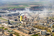 Nederland, Zeeland, Zeeuws-Vlaanderen, 01-04-2016; Sluiskil, kanaal Gent-Terneuzen,. Stikstofbindingsbedrijf Yara, fabricage van kunstmest, ammoniak, ureum, salpeterzuur, CO2 (kooldioxide).<br /> Yara, nitrogen compound company, manufactures fertilizer, ammonia, urea, nitric acid, CO2 (carbon dioxide).<br /> luchtfoto (toeslag op standard tarieven);<br /> aerial photo (additional fee required);<br /> copyright foto/photo Siebe Swart