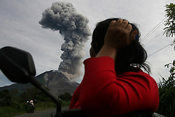 May, 19. 2017 - Villagers witnesses while ash volcanic spew from Mount Sinabung, as seen from Beganding village, at Karo, North Sumatera, Indonesia. Mount Sinabung is ones most active volcano in Indonesia, since erup at 2010 and killed 17 people at 2014 and killed 9 people at 2016 last year. (Credit Image: © Yt Haryono/Xinhua via ZUMA Wire)