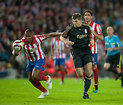 22.04.2010, Estadio Vicente Calderon, Madrid, ESP, UEFA EL, Atletico Madrid vs Liverpool FC im Bild Liverpool's captain Steven Gerrard MBE and Club Atletico de Madrid's Luis Perea, EXPA Pictures © 2010, PhotoCredit: EXPA/ Propaganda/ D. Rawcliffe / SPORTIDA PHOTO AGENCY