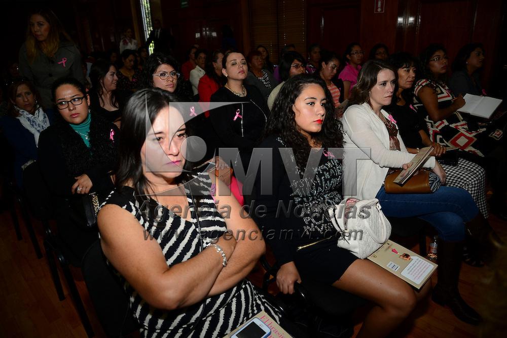 Toluca, Méx.- En el marco del Día Internacional de la Lucha Contra el Cáncer de Mama, se realizó una serie de conferencias magistrales en la Cámara de Diputados en donde se dio a conocer que en el Estado de México se registran dos muertes diarias de mujeres a consecuencia del Cáncer de Mama. Agencia MVT / Crisanta Espinosa