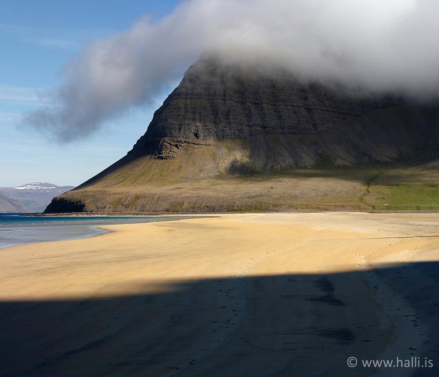 Beach in Arnarfjordur, west of Iceland - Fjara í Arnarfirði