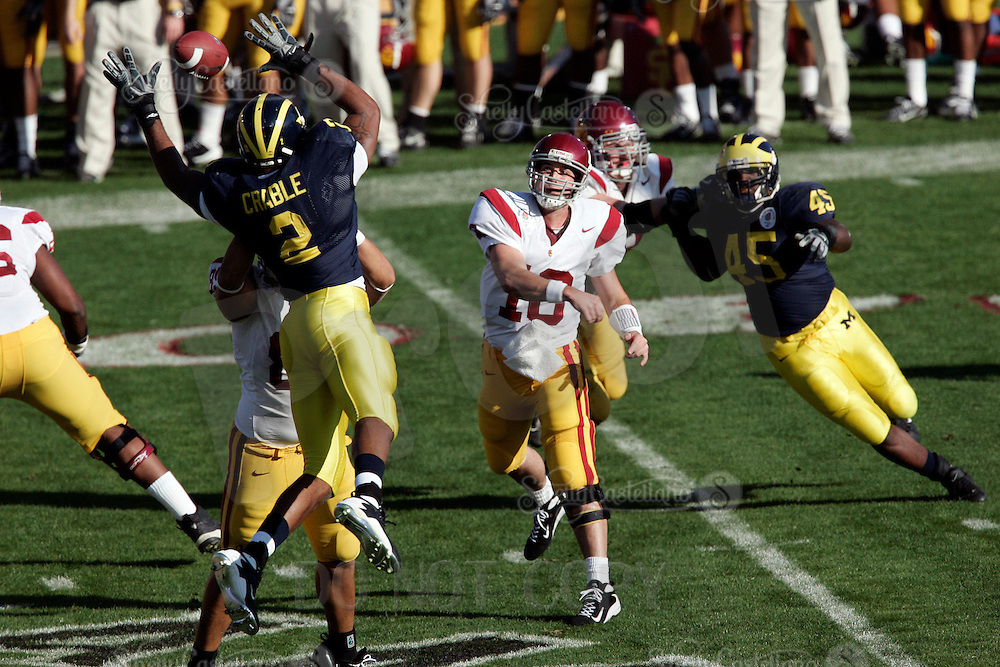 1 January 2007:  Booty throws a pass through the hands of Shawn Crable at the 93rd Rose Bowl Game at the Rose Bowl Stadium for the Pac-10 USC Trojans vs the Big-10 Michigan Wolverines NCAA college football game in Southern California.<br />