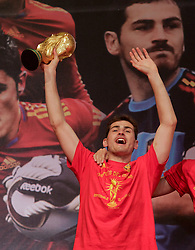12.07.2010, Madrid, Spanien, ESP, FIFA WM 2010, Empfang des Weltmeisters in Madrid, im Bild Iker Casillas mit dem WM Pokal, EXPA Pictures © 2010, PhotoCredit: EXPA/ Alterphotos/ Acero / SPORTIDA PHOTO AGENCY