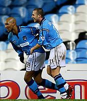 Fotball, 29. JANUAR 2003, Manchester City v Fulham (FA Barclaycard Premiership) <br />City's Niclas Anelka celebrates og Djamel Belmadi<br />Foto:  Aidan Ellis, Digitalsport
