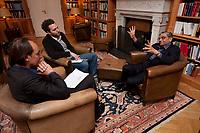 31 MAY 2010, BERLIN/GERMANY:<br /> Jagdish Natwarlal Bhagwati, indischer Oekonom und Professor fuer Politik und Wirtschaft an der Columbia University, Thomas Fricke (L) und Martin Kaelble (M), G+J Wirtschaftsmedien, waehrend einem Interview, Bibiothek der American Academy<br /> IMAGE: 20100531-02-085<br /> KEYWORDS: Jagdish Bhagwati, Ökonom