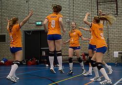 03-01-2015 NED: Nationale Open Clubkampioenschappen Volleybal 2015, Harderwijk<br /> Niet minder dan 491 jeugdteams, verdeeld over 27 sporthallen, begonnen aan de Nationale Open Clubkampioenschappen (NOJK) van 2015 / De jongens C en meisjes B/C in actie in de Sypel te Harderwijk / Longa 59 - VVH