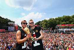 15.07.2014, Brandenburger Tor, Berlin, GER, FIFA WM, Empfang der Weltmeister in Deutschland, Finale, im Bild vl. Mario Goetze (GER) und Andre Schuerrle (GER) mit dem WM-Pokal // during Celebration of Team Germany for Champion of the FIFA Worldcup Brazil 2014 at the Brandenburger Tor in Berlin, Germany on 2014/07/15. EXPA Pictures © 2014, PhotoCredit: EXPA/ Eibner-Pressefoto/ Pool<br /> <br /> *****ATTENTION - OUT of GER*****