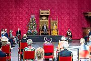 De koning en Koningin tijdens het voorlezen van de troonrede in de Grote Kerk aan leden van de Eerste en Tweede Kamer.<br /> <br /> The King and Queen during the reading of the speech from the throne in the Grote Kerk to members of the Senate and House of Representatives.