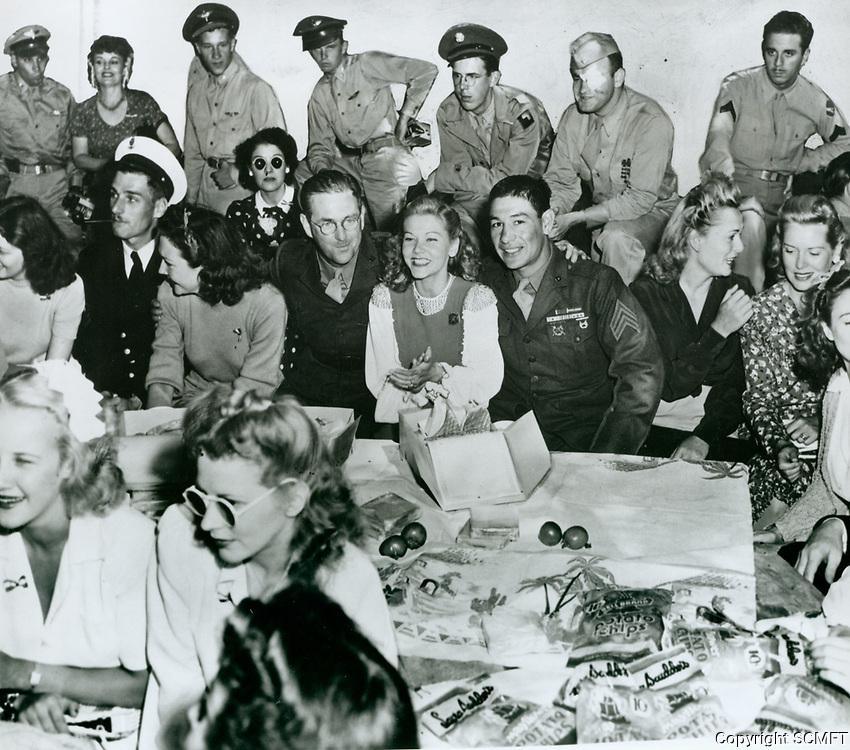 1943 Lynn Bari & Grace McDonald At The Hollywood Canteen
