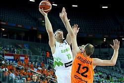 08-09-2015 CRO: FIBA Europe Eurobasket 2015 Slovenie - Nederland, Zagreb<br /> De Nederlandse basketballers hebben de kans om doorgang naar de knockoutfase op het EK basketbal te bereiken laten liggen. In een spannende wedstrijd werd nipt verloren van Slovenië: 81-74 / Miha Zupan of Slovenia and Kees Akerboom of Netherlands. Photo by Matic Klansek Velej / RHF