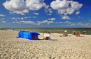Jurata, 2008-06-20. Turyści na plaży w Juracie