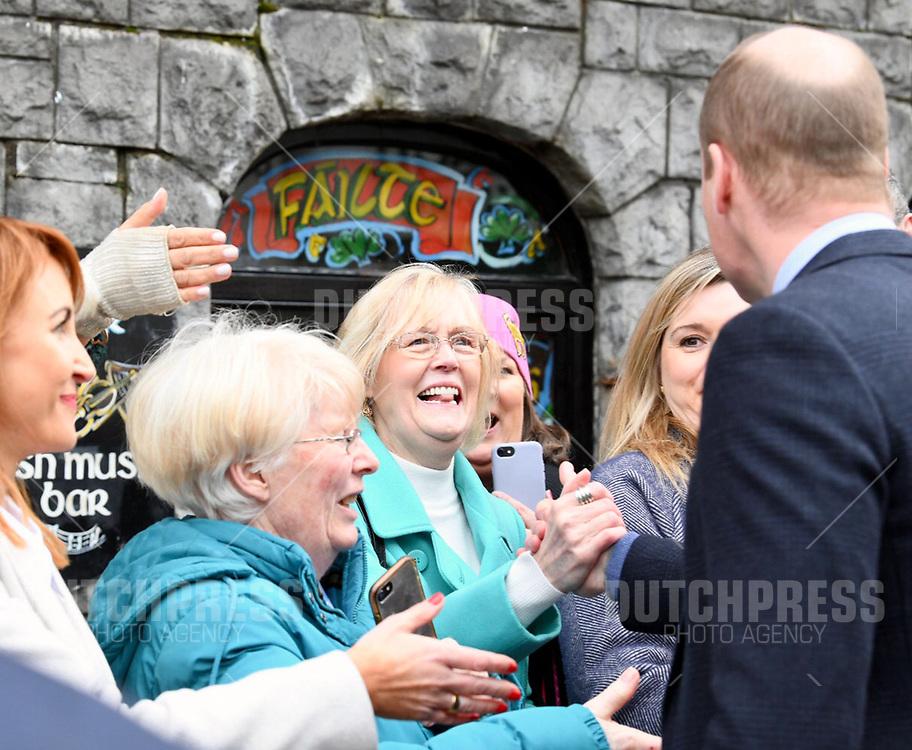 GALWAY - Prins William, Hertog van Cambridge bij een bezoek aan Tig Coili in Galway.