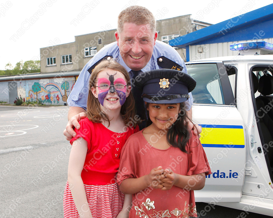 27/05/12<br /> Gard Denis Collins pictured with Sinead Flannery and Nabila Nusrat at CBS Primary School Garden Fete in Ennis on Sunday.<br /> Picture: Don Moloney / Press 22