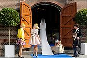 Bruiloft van Viktória Cservenyák met prins Jaime de Bourbon de Parme in de Onze Lieve Vrouwe ten Hemelopnemingkerk, Apeldoorn.<br /> <br /> Wedding of Viktoria Cservenyák with Prince Jaime de Bourbon Parme in Our Lady at Ascension Church, Apeldoorn.<br /> <br /> Op de foto / On the photo: <br /> <br /> <br /> <br />  Viktoria Cservenyak loopt de Onze Lieve Vrouwe ten Hemelopnemingkerk binnen / Viktoria Cservenyak walks to the Our Lady at Assumption Church