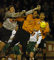 Fotball<br /> England 2004/2005<br /> Foto: SBI/Digitalsport<br /> 01.01.2005<br /> NORWAY ONLY<br /> <br /> Wolverhampton Wanderers v Plymouth Argyle<br /> <br /> Barclays Premiership<br /> <br /> Plymouth's keeper Romain Larrieu (L) aims to punch the ball away from a corner kick but punches Wolves' Joleon Lescott instead.