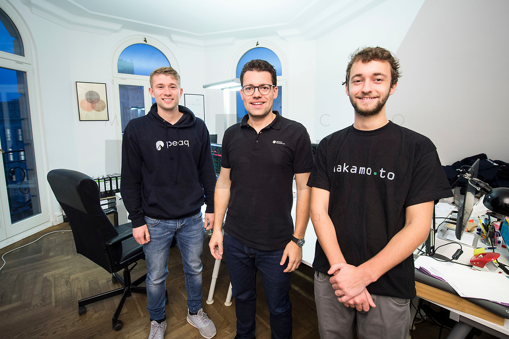 18 JAN 2018, BERLIN/GERMANY:<br /> Till Wendler (L), CEO Axiomity AG, COO nakamo.to<br /> Axiomity AG, CEO blash-trading.com GmbH, Robert A. Kuefner (M), CVO Advanced Blockchain AG und CEO nakamo.to, Florian Reike (R), Research Analyst Advanced Blockchain AG, CVO nakamo.to, in ihrem Buero Advanced Blockchain AG<br /> IMAGE: 20180118-02-008<br /> KEYWORDS: Robert A. Küfner, Start-up, Bitcoin