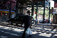 New York. Brooklyn. under Marcy elevated subway station in Brooklyn .  / Brooklyn. station de metro marcy .metro aerien.