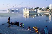 Inde - Rajasthan - Udaipur - Ghat sur les rives du Lac Pichola