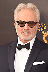 Bradley Whitford bei der Ankunft zur Verleihung der Creative Arts Emmy Awards in Los Angeles / 110916 <br /> <br /> *** Arrivals at the Creative Arts Emmy Awards in Los Angeles, September 11, 2016 ***