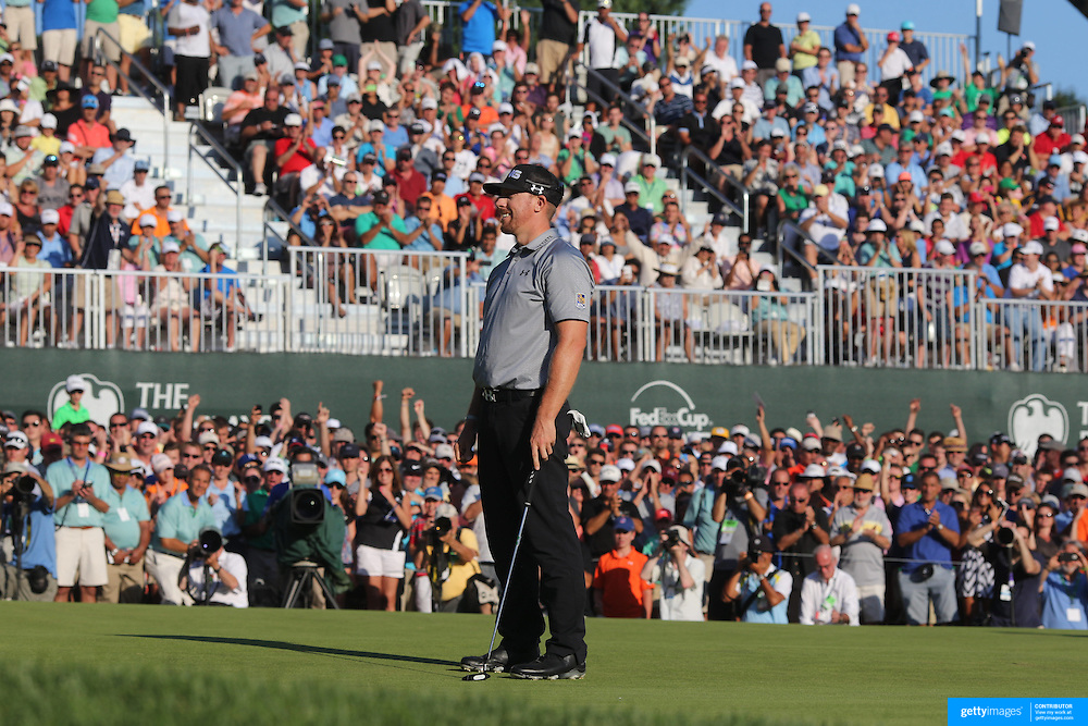 Winner Hunter Mahan sinks his final putt on the 18th during the fourth round of theThe Barclays Golf Tournament at The Ridgewood Country Club, Paramus, New Jersey, USA. 24th August 2014. Photo Tim Clayton