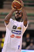 DESCRIZIONE : Treviso Lega due 2015-16  Universo Treviso De Longhi - Aurora Basket Jesi<br /> GIOCATORE : marshawn powell<br /> CATEGORIA : Tiro Before<br /> SQUADRA : Universo Treviso De Longhi - Aurora Basket Jesi<br /> EVENTO : Campionato Lega A 2015-2016 <br /> GARA : Universo Treviso De Longhi - Aurora Basket Jesi<br /> DATA : 31/10/2015<br /> SPORT : Pallacanestro <br /> AUTORE : Agenzia Ciamillo-Castoria/M.Gregolin<br /> Galleria : Lega Basket A 2015-2016  <br /> Fotonotizia :  Treviso Lega due 2015-16  Universo Treviso De Longhi - Aurora Basket Jesi