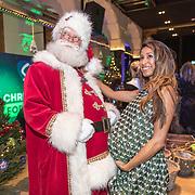 NLD/Amsterdam/20191206 - Sky Radio's Christmas Tree For Charity 2019, de kerstman met Airen Mylene