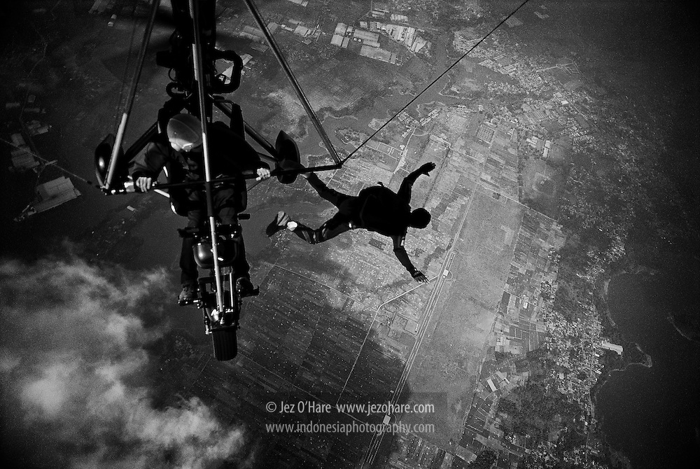 Kopassus test jump from a trike microlight in Indonesia.