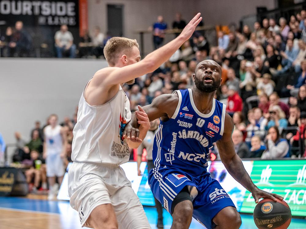 ÖSTERSUND 20191230<br /> Jämtlands Tomas Massamba med bollen  under måndagens match i basketligan mellan Jämtland Basket och Wetterbygden i Östersunds Sporthall.<br /> <br /> Foto: Per Danielsson/Projekt.P