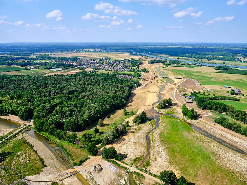 Nederland, Limburg, Gemeente Venray; 27-05-2020; Blitterwijk, aanleg nieuwe valei direct ten oosten van het dorp met aansluiting op de Oude Maasarm. Onderdeel van Gebiedsontwikkeling Ooijen en Wanssum, waaronder aanleg van een  hoogwatergeul, weerdverlaging en natuurontwikkeling.<br /> Blitterswijk, construction new valley immediately east of the village, connection to the old river.<br /> luchtfoto (toeslag op standard tarieven);<br /> aerial photo (additional fee required)<br /> copyright © 2020 foto/photo Siebe Swart
