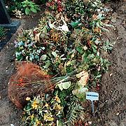 Graf van Ron Makkinje Algemene Begraafplaats Bussum J-15