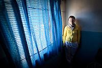 """PAULINE JOLLY  EN EL EDIFICIO DEL """"APOYO ESCOLAR DULCE ESPERANZA"""", DIQUE LUJAN, PROVINCIA DE BUENOS AIRES, ARGENTINA (PHOTO © MARCO GUOLI - ALL RIGHTS RESERVED)"""