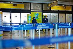 Terminal de embarque vazio no saguão do Aeroporto Internacional Salgado Filho, em Porto Alegre em 10 de junho de 2011. Os vôos domésticos e internacionais foram suspensos devido às cinzas vulcânicas da erupção do vulcão Puyehue, no Chile. FOTO: Jefferson Bernardes/Preview.com