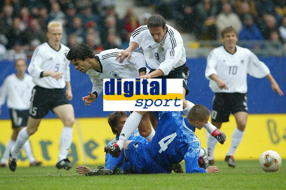 Fotball<br /> Kvalifisering EM Euro 2004<br /> 11.10.2003<br /> Tyskland v Island<br /> Norway Only<br /> Foto: Uwe Speck, Digitalsport<br /> <br /> v.l. Michael Ballack - Fredi Bobic - Ivar Ingimarsson Island