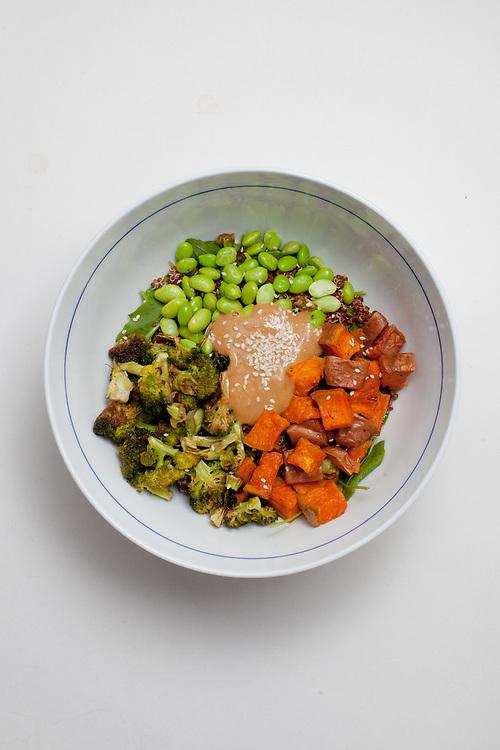 Miso Quinoa Veggie Bowl from the fridge (m€) - COVID-19 Social Distancing