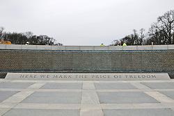 THEMENBILD - Mit dem World War II Memorial wird den rund 407.000 Gefallenen in Europa und im Pazifischen Raum gedacht. Reisebericht, aufgenommen am 12. Jannuar 2016 in Washington D.C. // The World War II Memorial to around 407,000 casualties in Europe and Asia is thought. Travelogue, Recorded January 12, 2016 in Washington DC. EXPA Pictures © 2016, PhotoCredit: EXPA/ Eibner-Pressefoto/ Hundt<br /> <br /> *****ATTENTION - OUT of GER*****