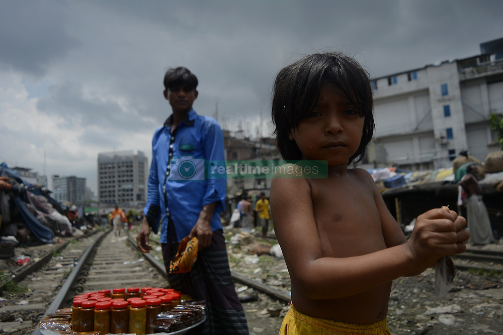 July 18, 2017 - Dhaka, Bangladesh - Slum people next to railway tracks at kawranbazar area on July 18, 2017 in Dhaka, Bangladesh. Hundred of low income families come from the countryside to Dhaka for a better life. (Credit Image: © Syed Mahamudur Rahman/NurPhoto via ZUMA Press)