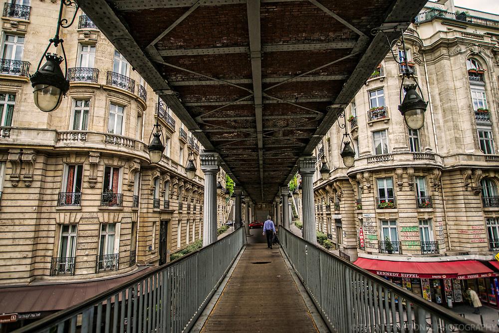 Paris - Pont Bir-Hakeim près du Métro Passy (Bir-Hakeim Bridge near Passy Metro Station)
