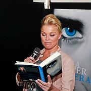 NLD/Amsterdam/20110324 - Boekpresentatie Chimaera van Xenia Kasper, Bridget Maasland leest voor
